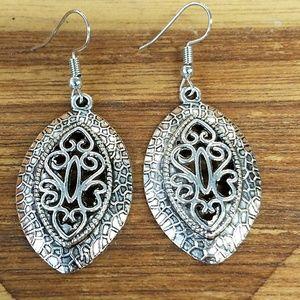 Jewelry - Open work earrings